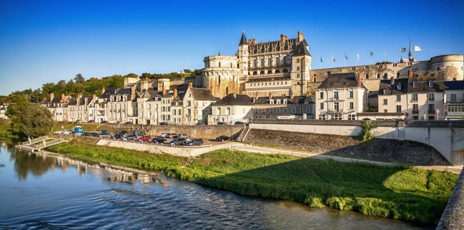 Tòa lâu đài Amboise
