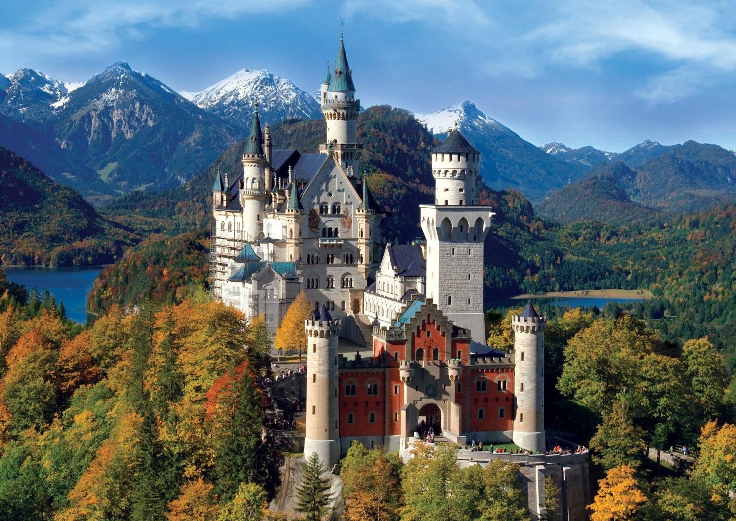Lâu đài Neuschwanstein là lâu đài đẹp nhất nước Đức, nó là biểu tượng cho những lâu đài trong những bộ phim hoạt hình thế giới