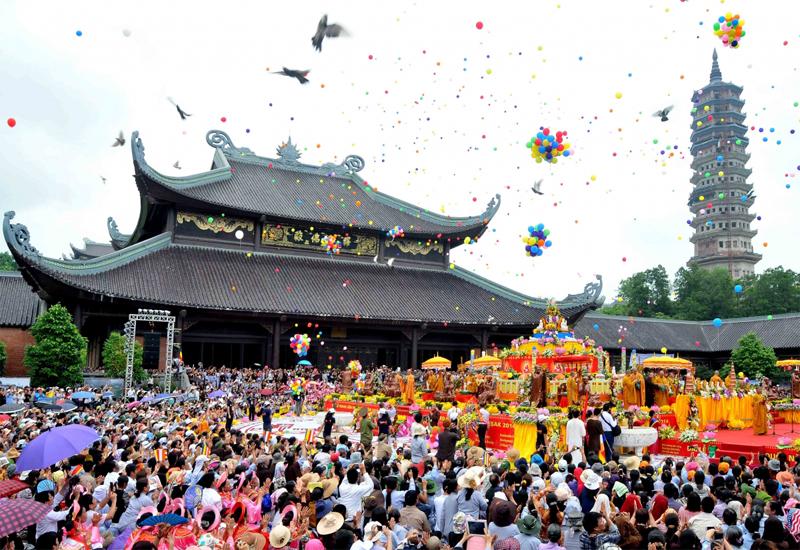 Không khí ngày lễ dâng hương tại Chùa Bái Đính dịp tết