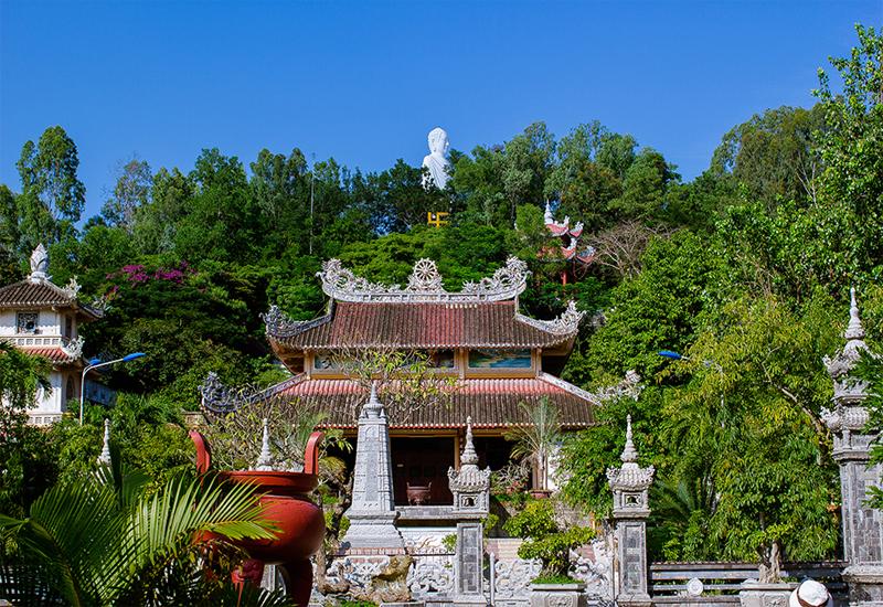 Khám phá vẻ đẹp chùa Long Sơn Nha Trang