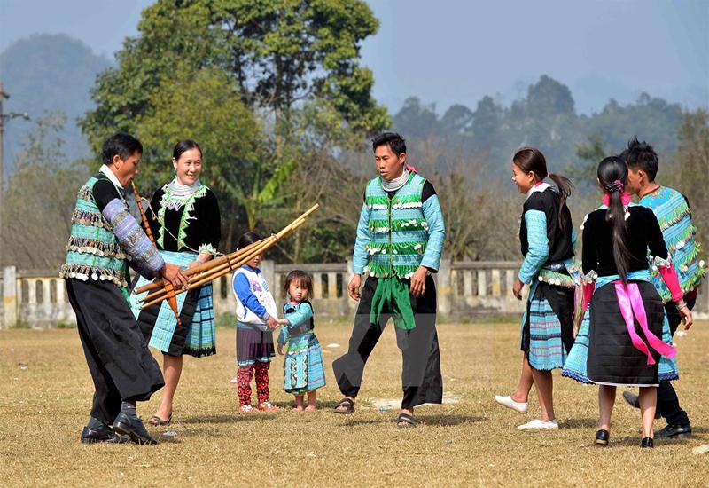 Yên Bái thu hút du khách bởi nhiều nét đẹp truyền thống với các lễ hội, điệu múa,...