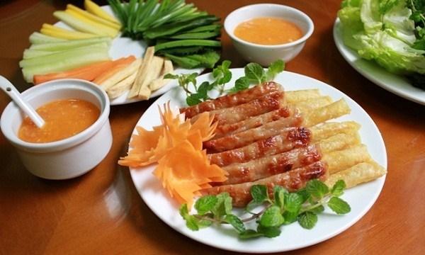 Trải nghiệm ẩm thực tại Nha Trang với món nem nướng