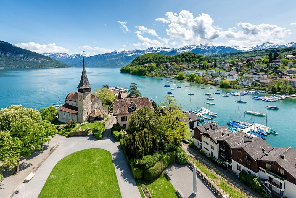 Vẻ đẹp trong xanh thơ mộng bên làng Interlaken