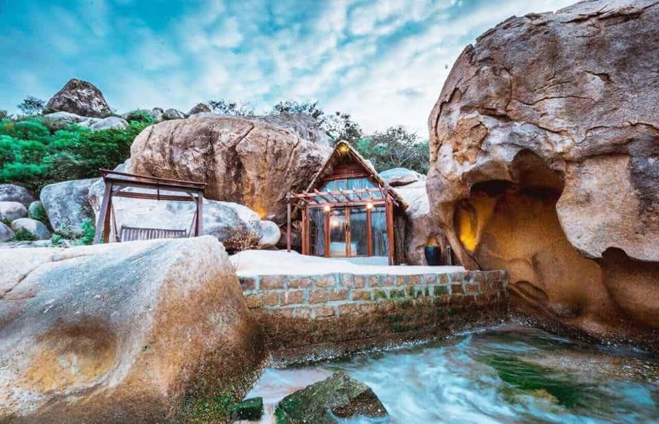 Nhà hang đá