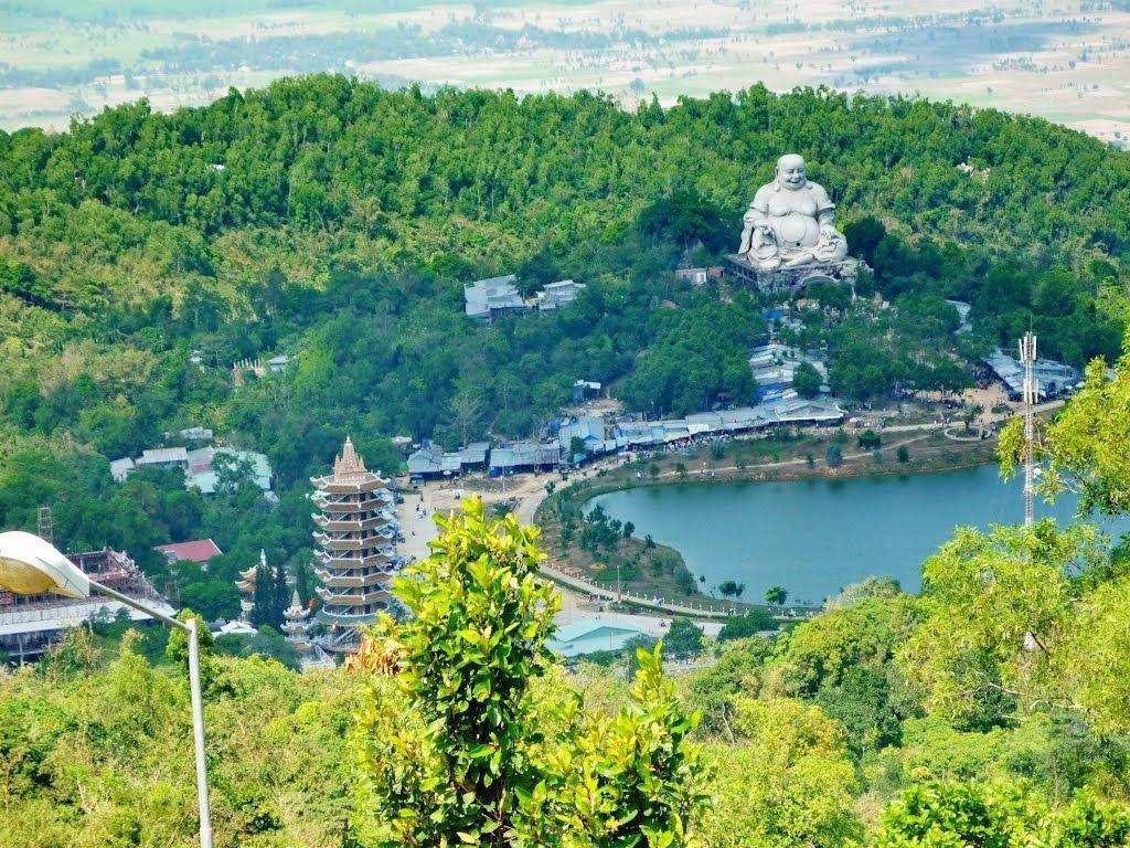 Khung cảnh xung quanh núi cấm An Giang