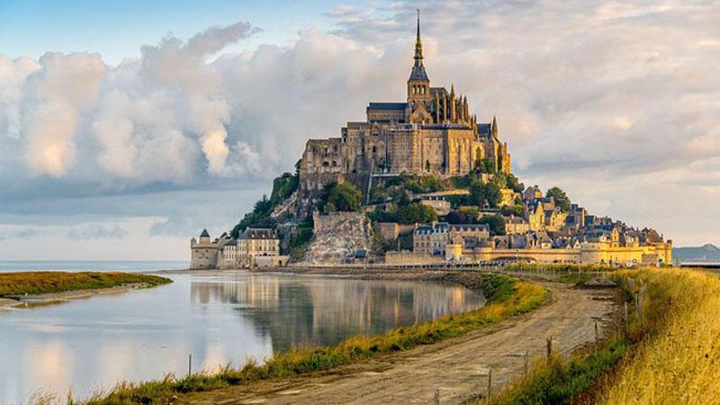 Ốc đảo Mont Saint Michel - thiên đường giữa biển khơi