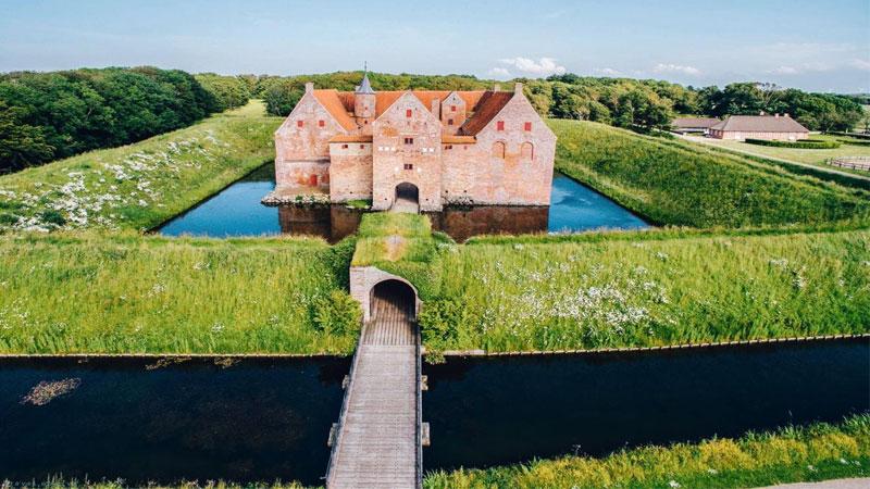 Pháo đài Hammershus thu hút bởi khung cảnh bình minh đầy thơ mộng