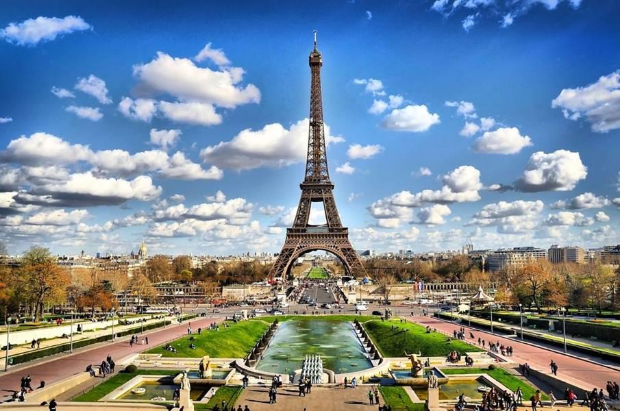Tháp Eiffel biểu tượng thành phố Paris nước Pháp