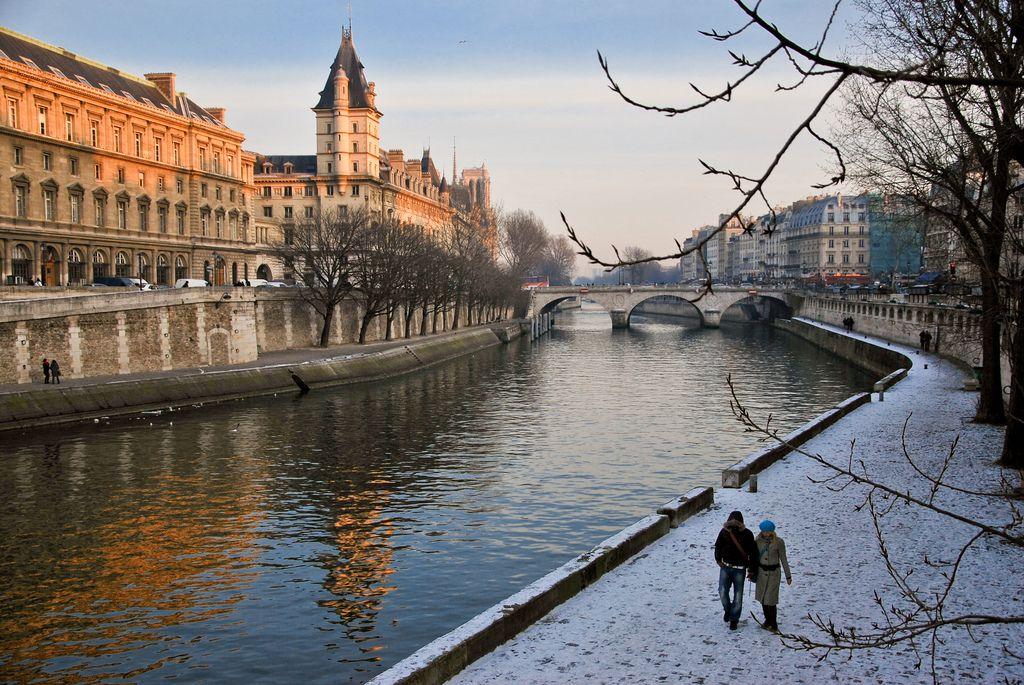 Du lịch Pháp - Vẻ đẹp bên bờ sông Seine Pháp