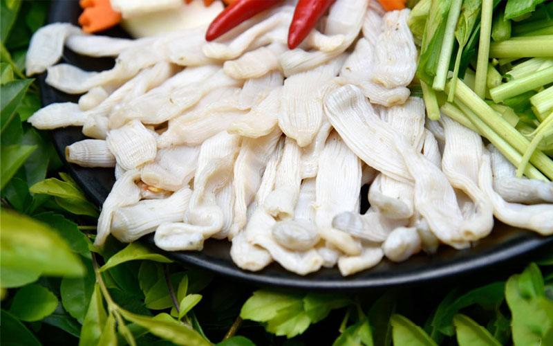 Món Sá Sùng là món ăn độc đáo của miền biển