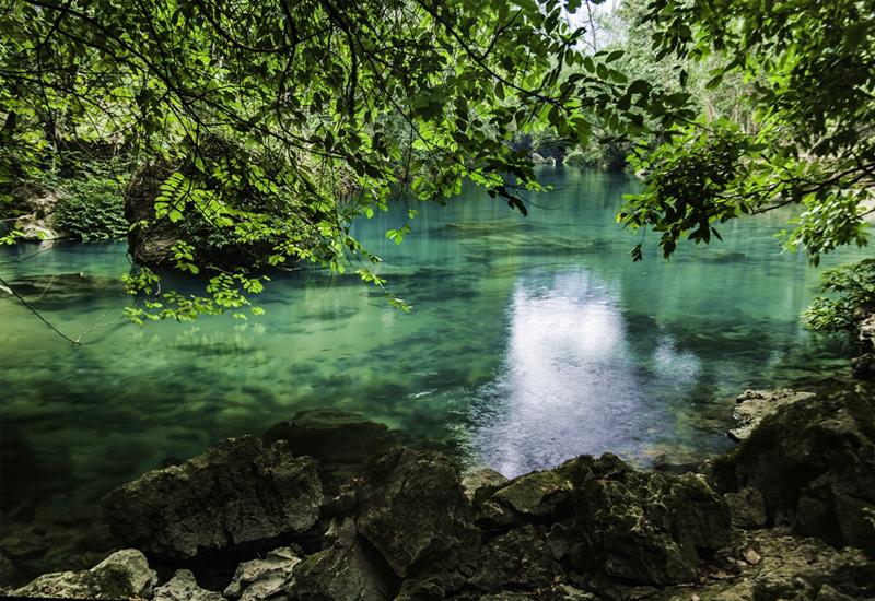 Vẻ đẹp trong xanh mát mẻ của suối Lê-Nin nơi ghi dấu nhiều dấu ấn lịch sử dân tộc