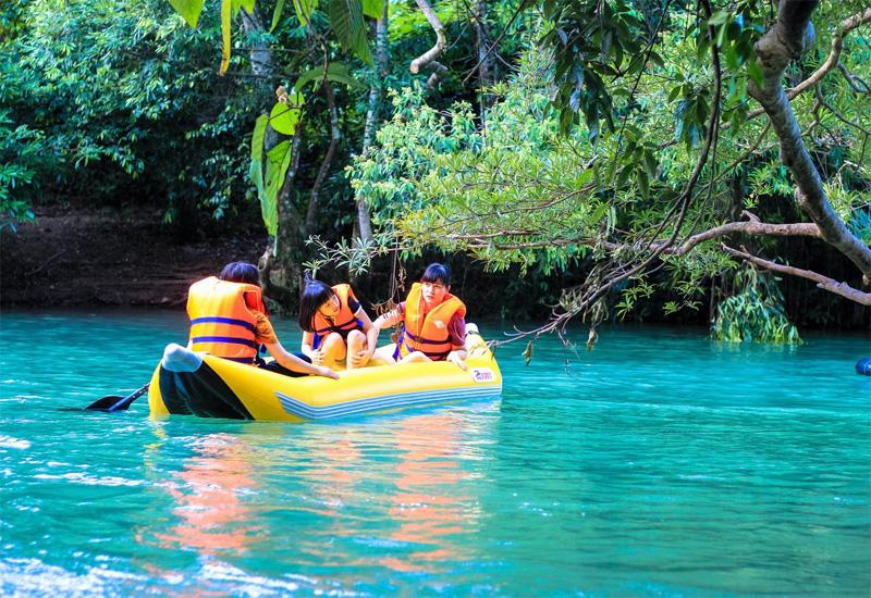 Thả hồn thư giãn bên suối nước Moọc ở Quảng Bình