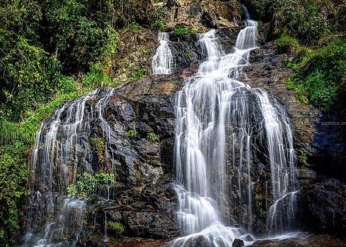 Vẻ đẹp của thác bạc hấp dẫn du khách khi đến du lịch Sapa