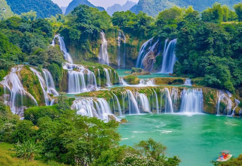 Chiêm ngưỡng vẻ đẹp độc đáo của thác Bản Giốc khi đến vùng Đông Bắc