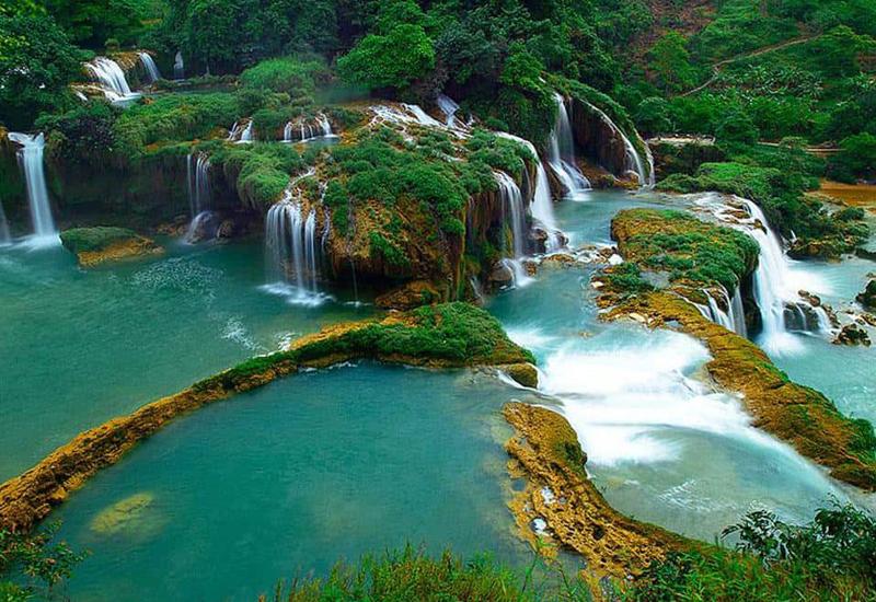 Vẻ đẹp khó cưỡng của thác Bản Giốc luôn thu hút sự chú ý của du khách khi đến du lịch Đông Bắc