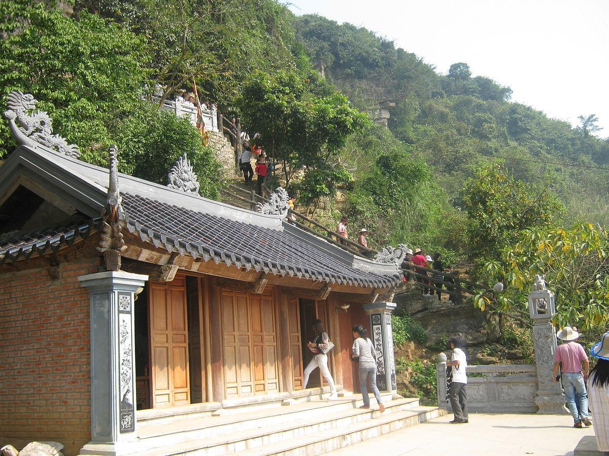 Đền thờ Thánh Nguyễn ở chùa Bái Đính