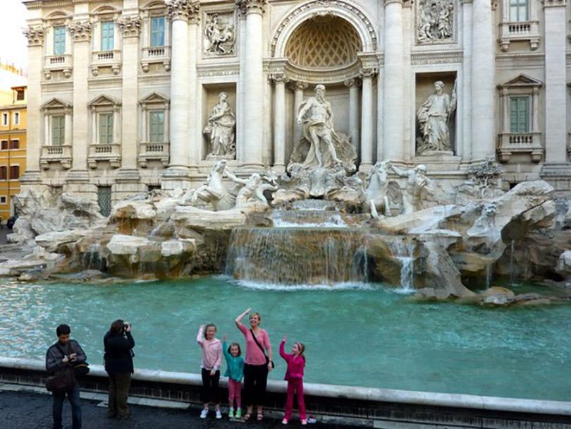 Đài phun nước Trevi công trình điêu khắc tráng lệ nhất thành phố Rome, Italia