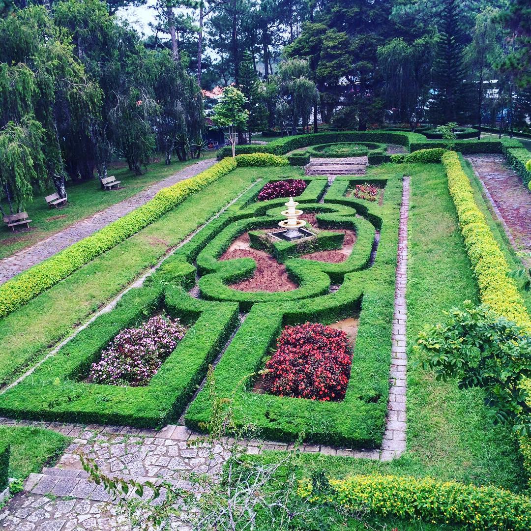 Tour Đà Lạt - Vẻ đẹp rực rỡ của vườn Thượng Uyển tại Dinh Bảo Đại, Đà Lạt