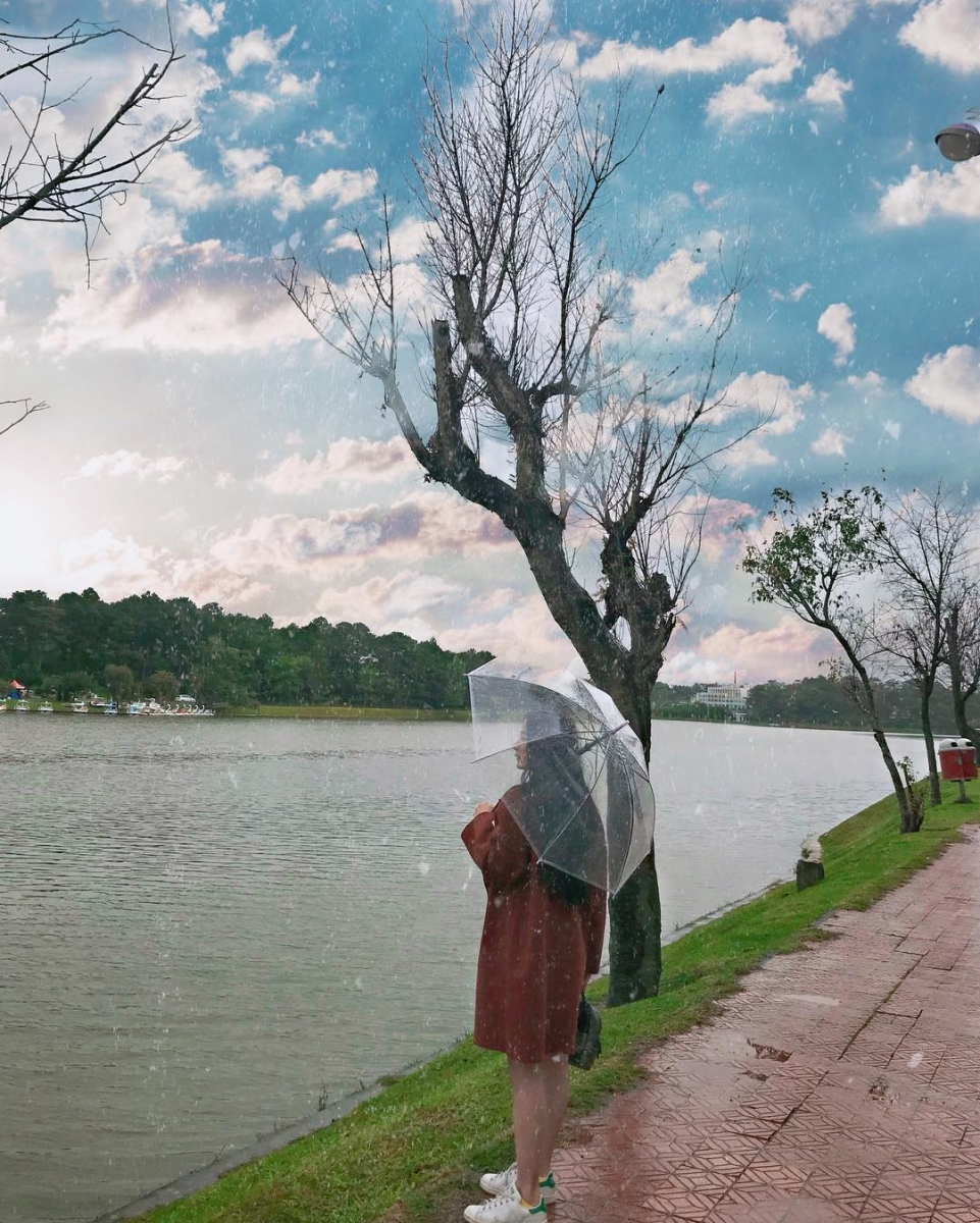 Tour Đà Lạt - Vẻ đẹp mộng mơ của Hồ Xuân Hương những ngày mưa rả rít