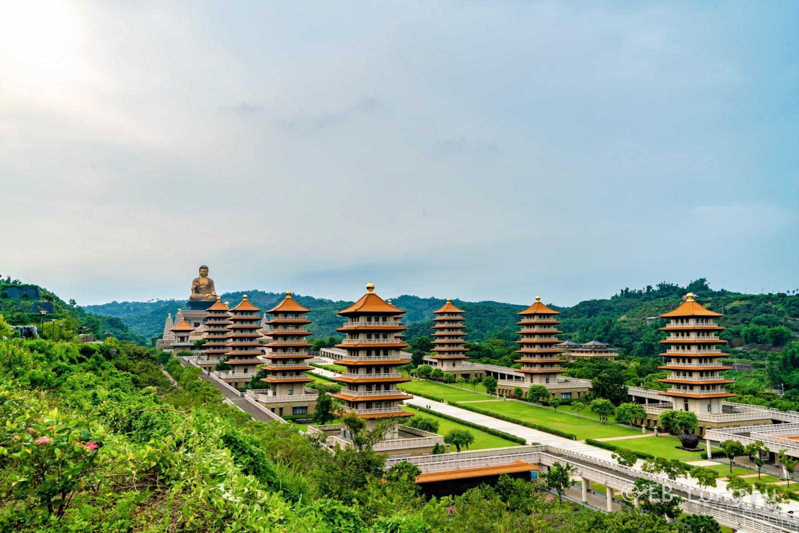 Tour Đài Loan - Toàn cảnh Phật Quang Sơn với hai dãy tháp uy nghiêm