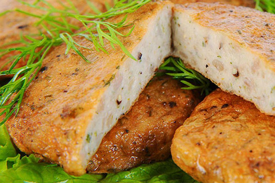 Bạn có thể mua chả cá về làm qua sau tour du lịch miền Trung của mình.