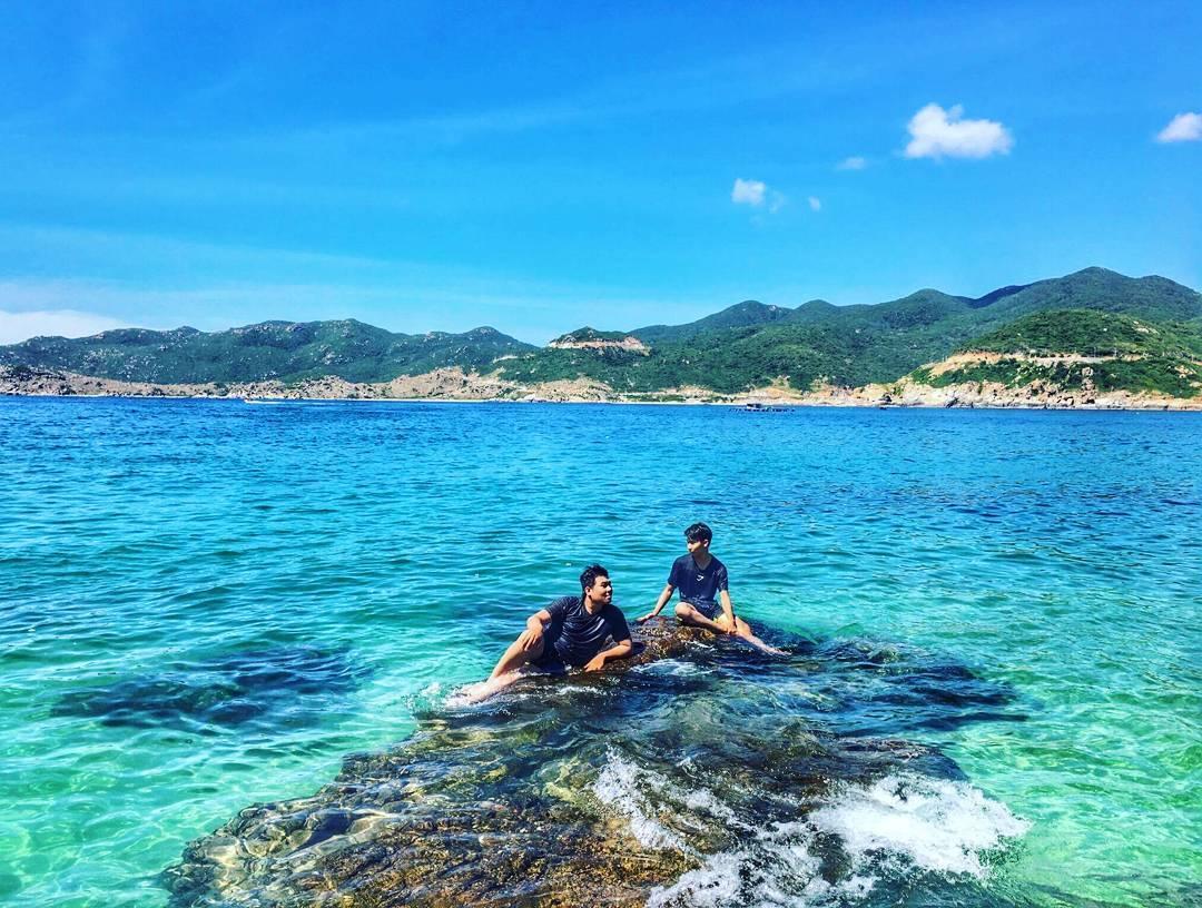 Tour Nha Trang - Du lịch Nha Trang thưởng ngoạn vẻ đẹp hoang sơ của đảo Bình Hưng
