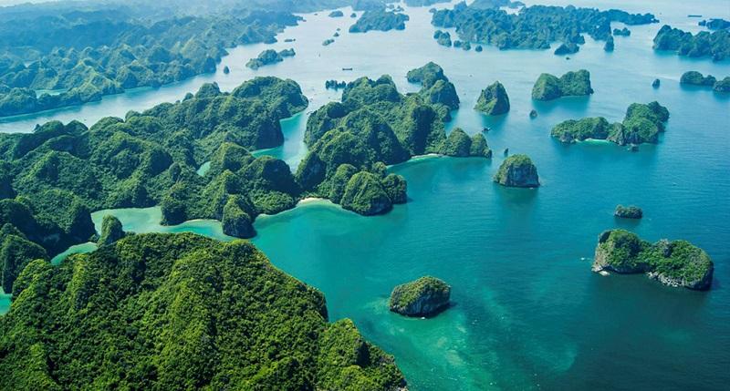 Khung cảnh - vẻ đẹp của vịnh Bái Tử Long nổi tiếng trong khu du lịch Hạ Long